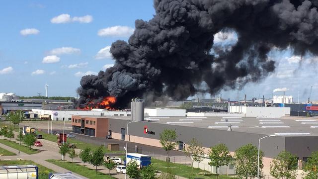Brand bij recyclingbedrijf in Moerdijk begon mogelijk in maalmachine