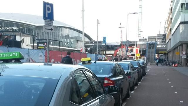 Spoedoverleg biedt nog geen definitieve uitkomst voor taxichauffeurs