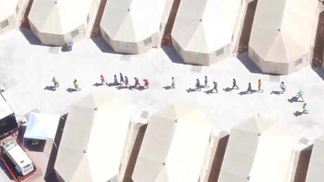 Journalist maakt stiekem dronebeelden van tentenkamp met migrantenkinderen