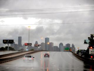 Storm eist drie dodelijke slachtoffers; honderdduizenden mensen zonder stroom