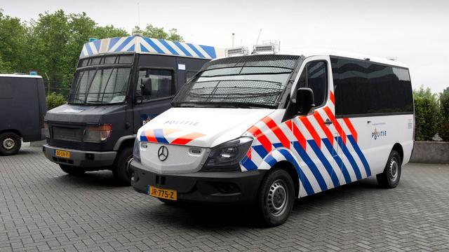 Politie presenteert nieuwe ME-bussen in Ossendrecht