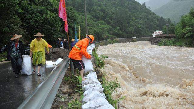 Tyfoon richt schade aan in China