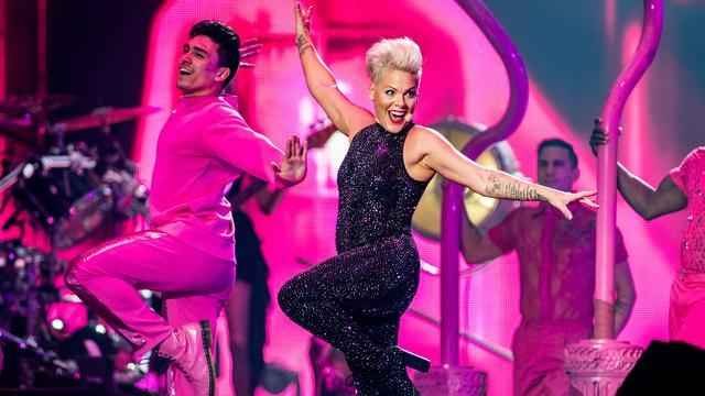 Recensieoverzicht: 'Pink zorgt voor ongekend spektakel in ArenA'