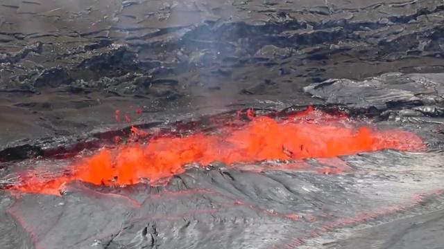 Kilauea-vulkaan op Hawaï spuwt rook en lava