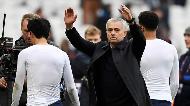 Mourinho opgelucht dat er weer muziek in kleedkamer 'Spurs' klinkt