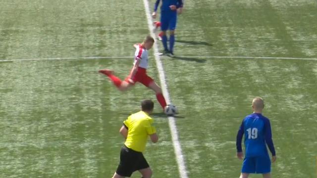 Voetballer scoort direct vanaf aftrap in Schotse jeugdcompetitie