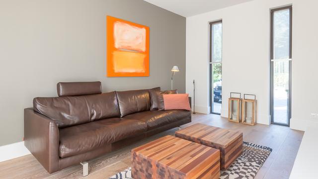 De aanbouw biedt ruimte aan een tv- en gamekamer.