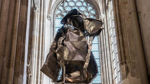 Kunstenaar moet kunstwerk vóór Kerst uit Domkerk verwijderen