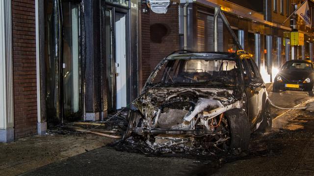 Politie toont beelden brand in auto burgemeester Rucphen