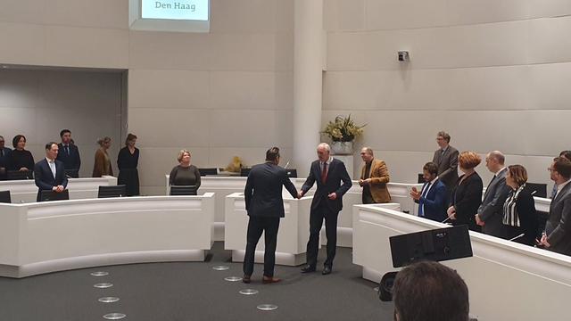 Afgetreden wethouder De Mos beëdigd als raadslid Den Haag