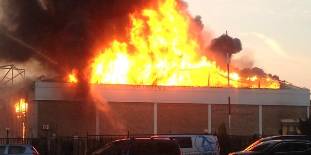 Grote brand in Schiedams bedrijfspand is onder controle