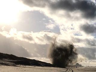Projectielen elders op het strand tot ontploffing gebracht