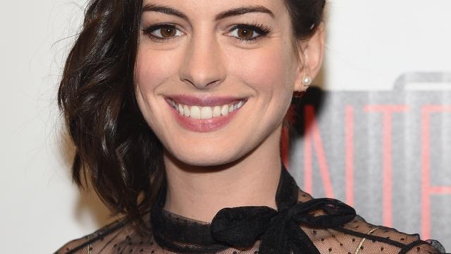Anne Hathaway geniet elke seconde van zoontje