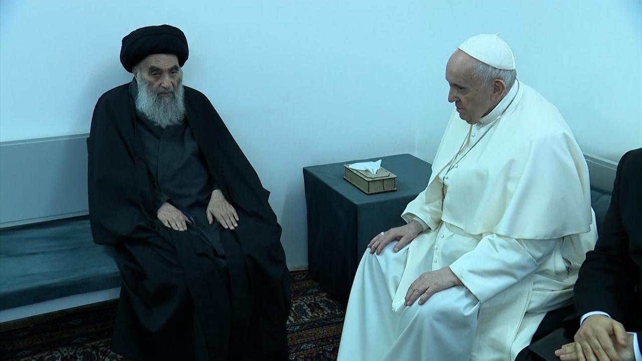 Bekijk de historische ontmoeting tussen de paus en de sjiitische ayatollah in Irak