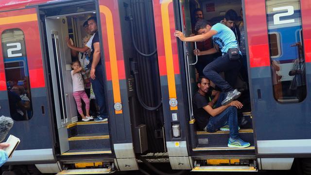 Vluchtelingen weigeren trein te verlaten in Hongarije