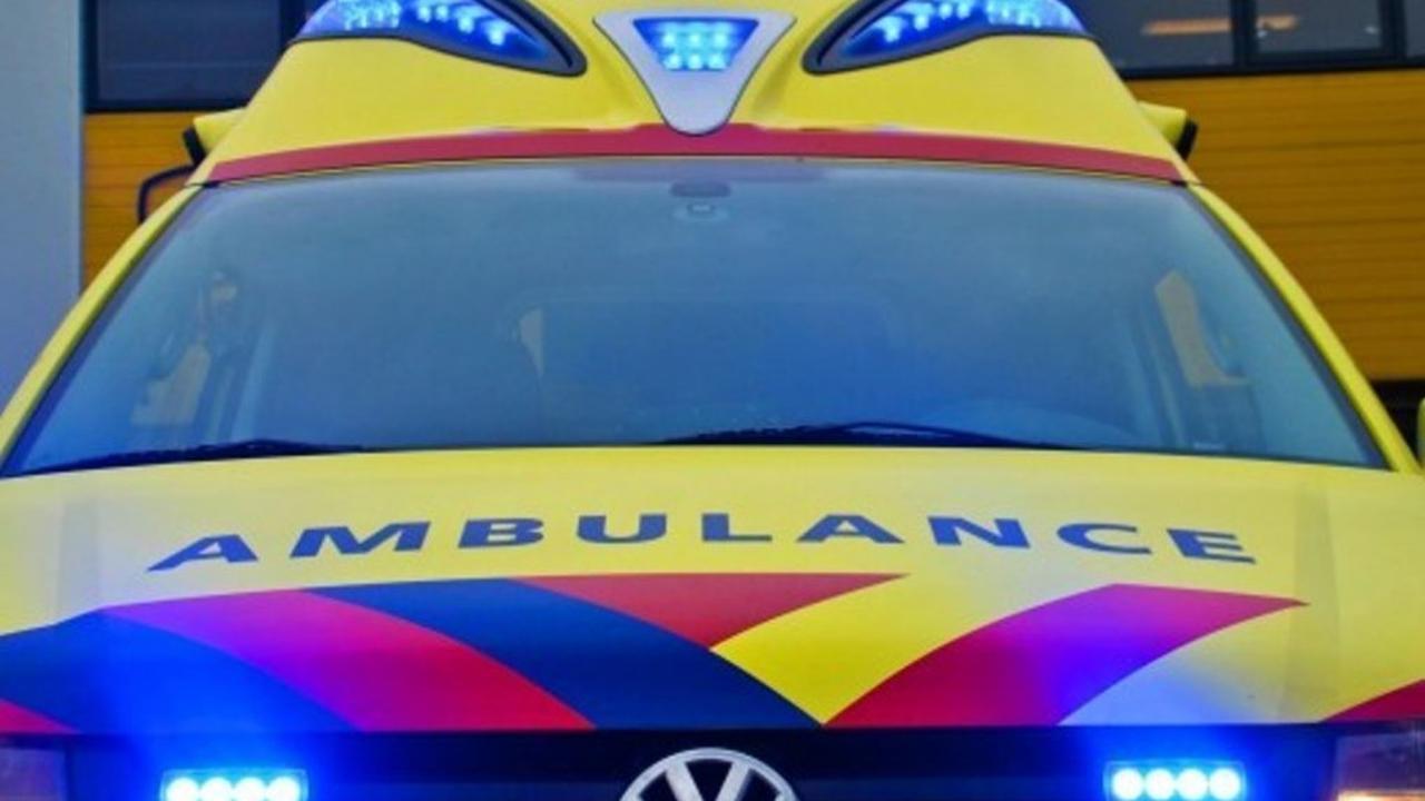 Vijf personen lichtgewond nadat auto inrijdt op terras Veldhoven