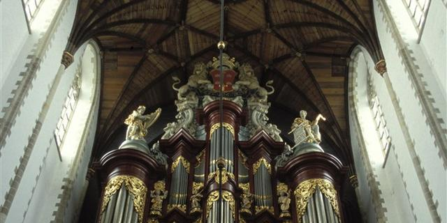 Ondergepoepte orgelpijpen Grote Kerk Haarlem krijgen poetsbeurt