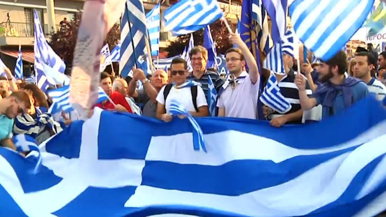 Grieken de straat op voor protest tegen naamsverandering