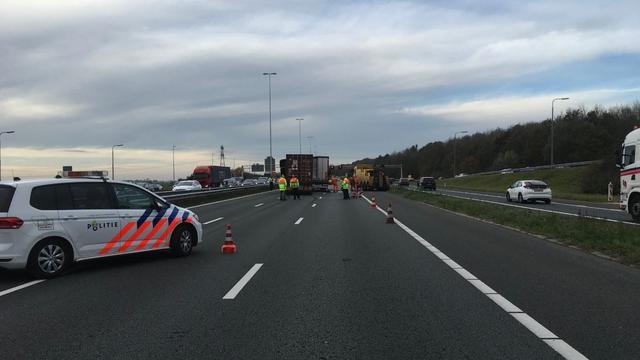 A12 bij Utrecht richting Den Haag dicht voor asfaltreparatie na ongeluk