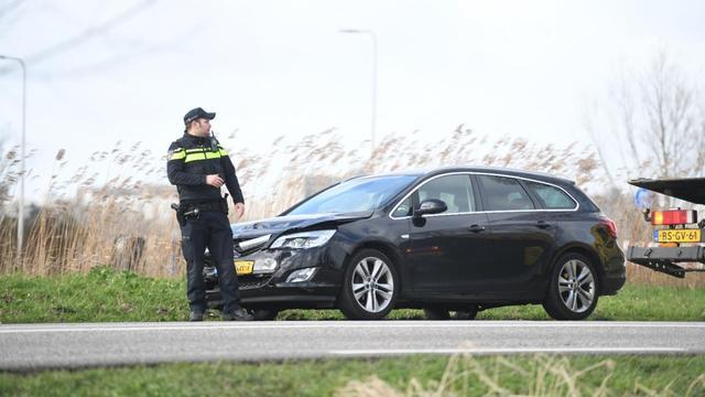 File op Oostkanaalweg na aanrijding met drie auto's