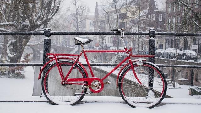 Flinke laag sneeuw bedekt Utrecht