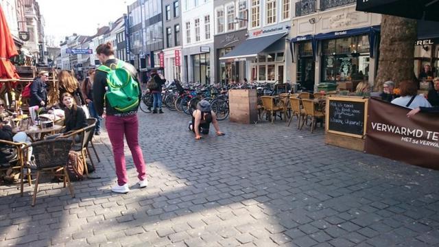 Kruipend achteruit van Breda naar Amsterdam
