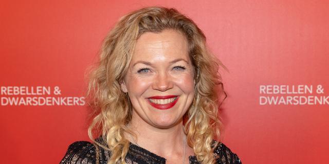 Roos Schlikker wordt nieuwe presentator van De 5 Uur Show