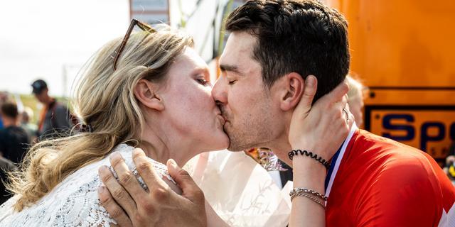 Roosen wordt na 'rollercoaster' tot zijn eigen verbazing Nederlands kampioen