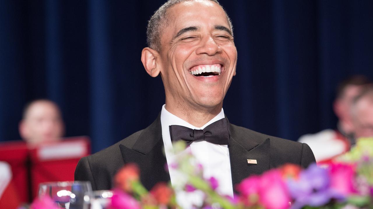 Obama drijft de spot met Trump tijdens Correspondents Dinner