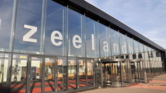 Vluchteling Zeelandhallen bedreigt bewaker met mes
