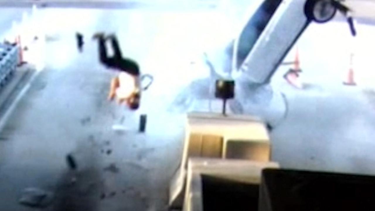 Man overleeft lancering uit auto na crash in Florida