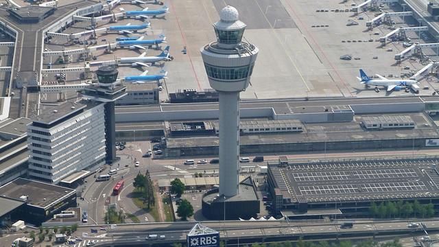 Aantal vluchten tussen Schiphol en China neemt rap af door coronacrisis