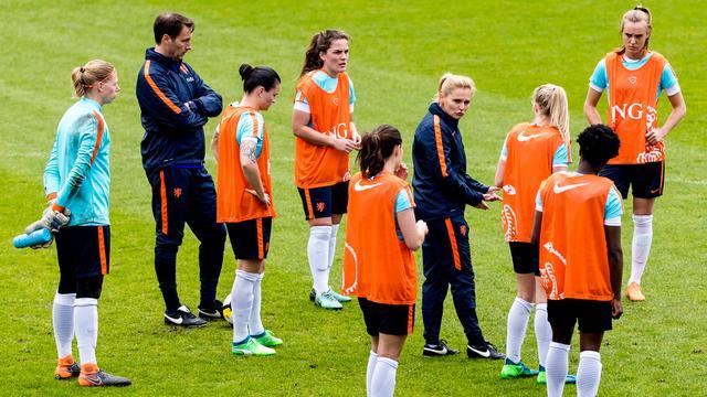 Oranjevrouwen staan voor bezoekersrecord in interland tegen Noord-Ierland
