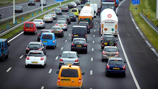 A67 Venlo-Eindhoven dicht na ongeluk met vrachtwagens.