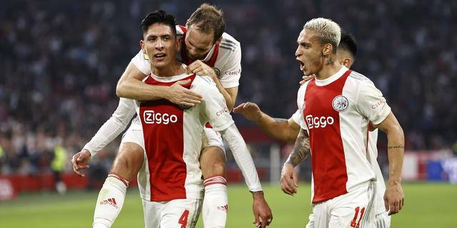 Ajax wint eenvoudig van FC Groningen en profiteert van uitglijder PSV
