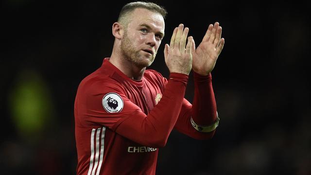 Rooney wimpelt Chinese interesse af en blijft bij Manchester United