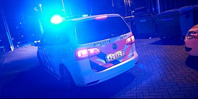 Auto met Pools kenteken gedumpt in sloot in 's-Heerenhoek
