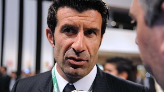 Figo geschrapt uit team van legendes op verzoek FC Barcelona