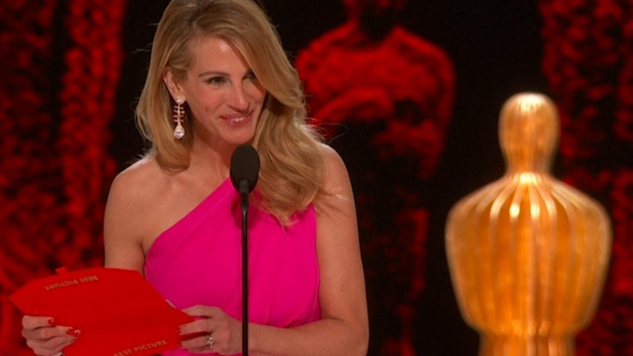 Julia Roberts overhandigt Oscar aan makers Green Book