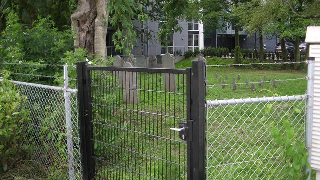 Joodse begraafplaats in Klundert opgeknapt