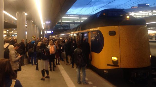 NS voor de rechter om compensatie voor overvolle treinen