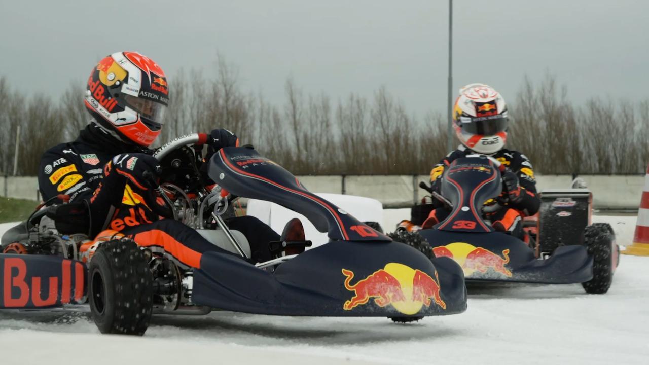 Max Verstappen en collega bezoeken schaatsbaan in Biddinghuizen voor een middagje plezier