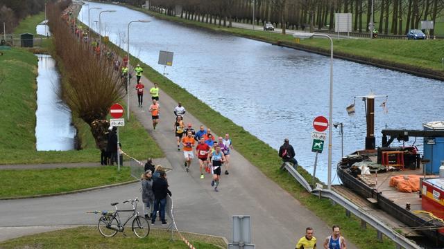 Atlete Maureen Koster loopt mee met hardloopevenement '20 van Alphen'