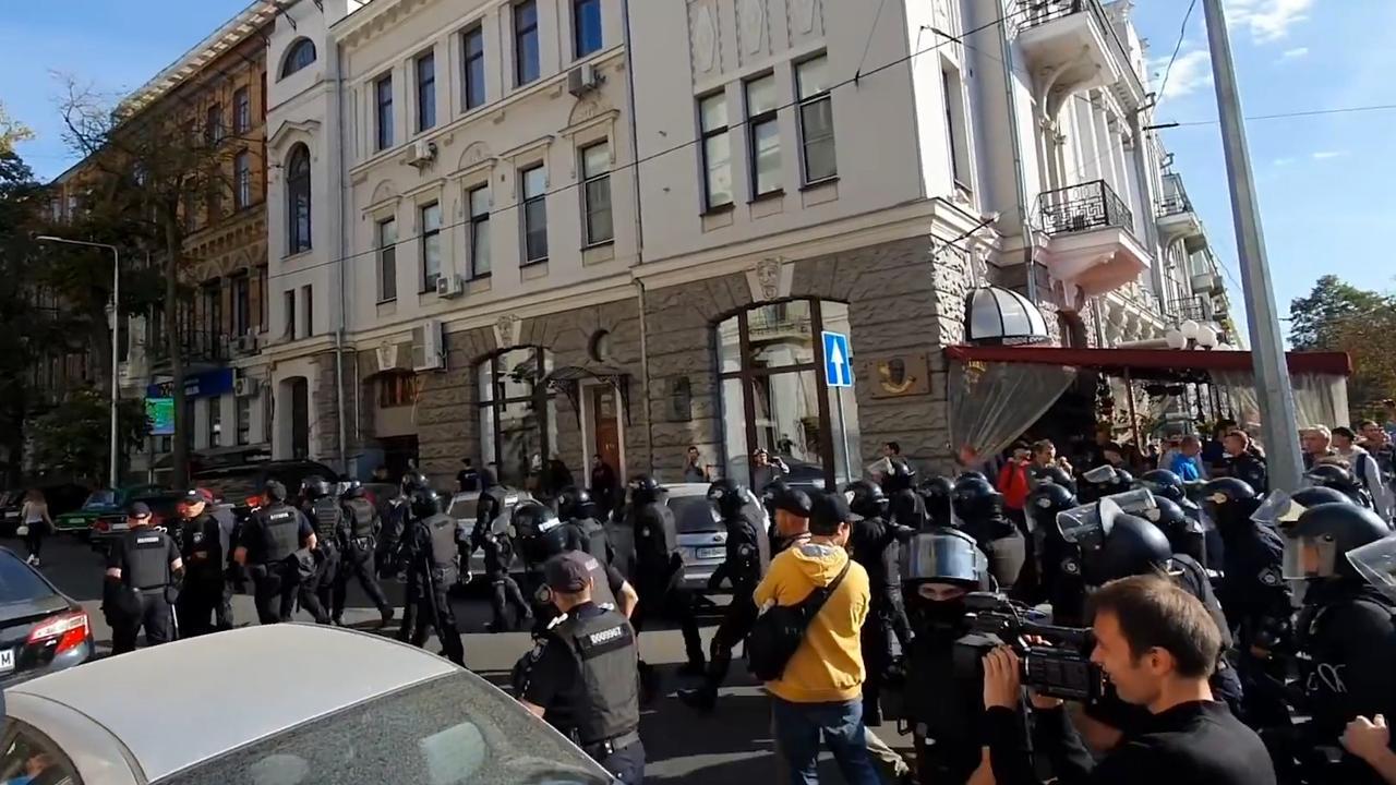 Demonstranten verstoren eerste lhbti-mars in Charkov