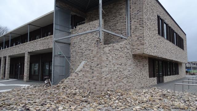 'VVD en D66 stellen vragen over ingestorte muur bij school in Etten-Leur'