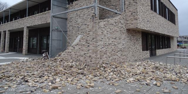 Westerstorm raast woensdag over Brabant, muur bij Etten-Leur ingestort