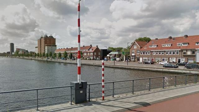 Waarderbrug gestremd voor scheepsvaart door beschadiging
