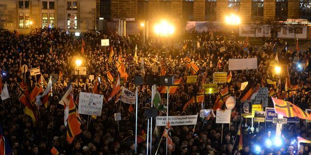 Duizenden demonstreren in Duitsland tegen Pegida