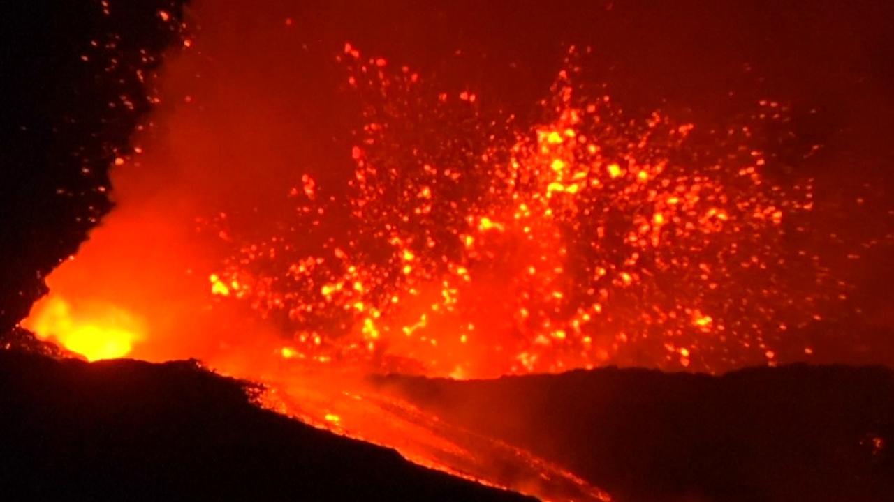 Vulkaan Etna op Sicilië barst spectaculair uit