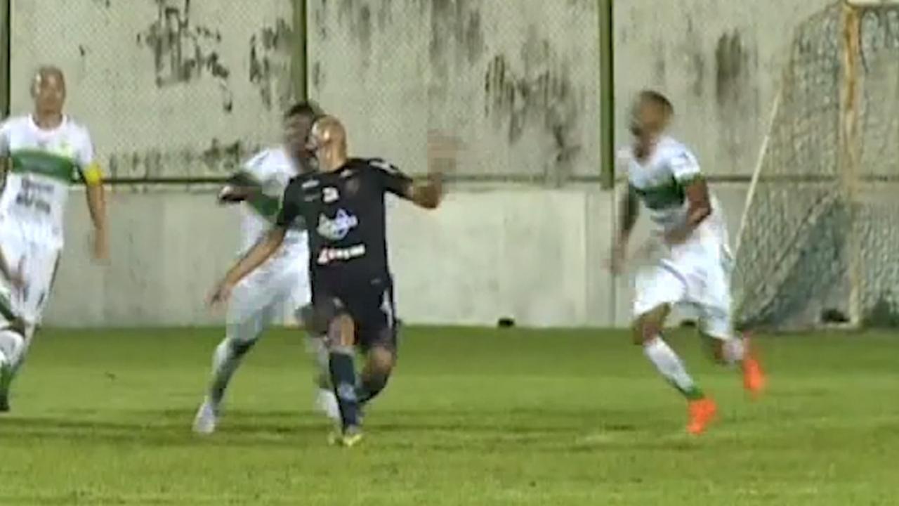 Braziliaanse verdediger scoort met indrukwekkende omhaal